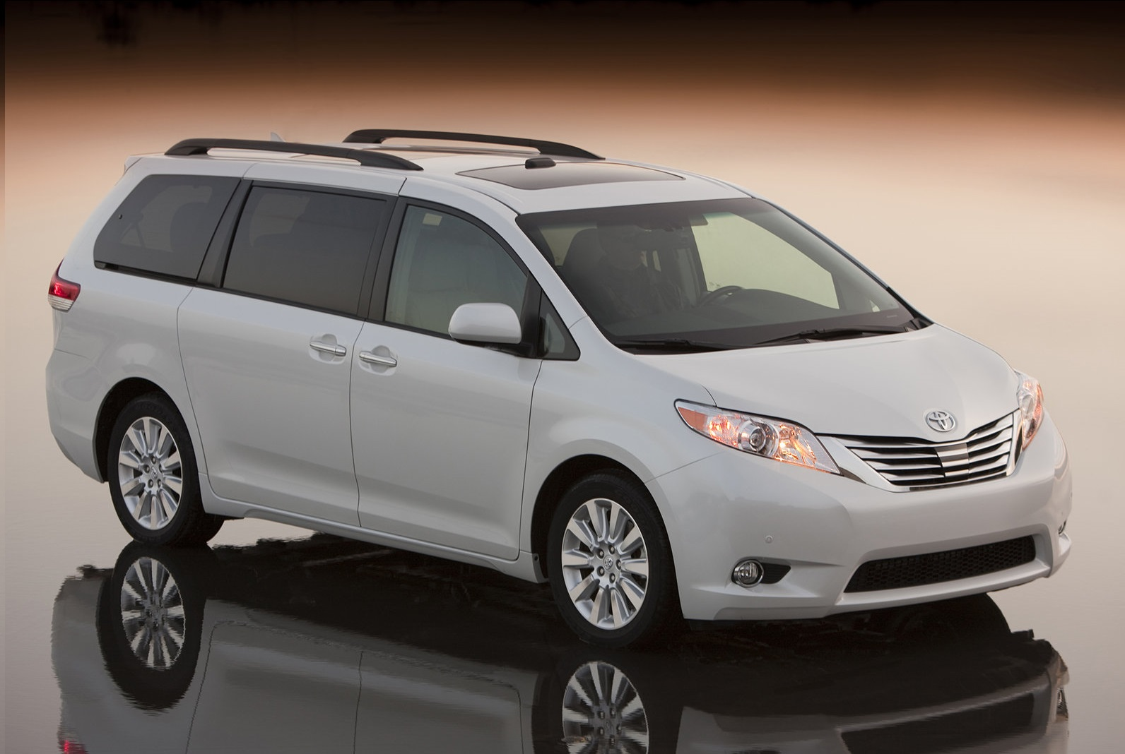 toyota_sienna_2011_wallpaper_4-normal